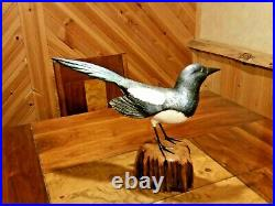Exquisite MAGPIE Art Wood Bird Carving Sculpture Decoy signed by Casey Edwards
