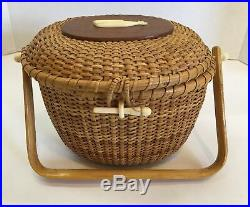 VTG Nantucket Basket Purse w Wood Handle Lined Whale carving on top 10x7x6